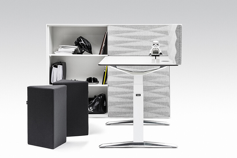 komoda akustyczna od VANK jako tło dla białego biurka