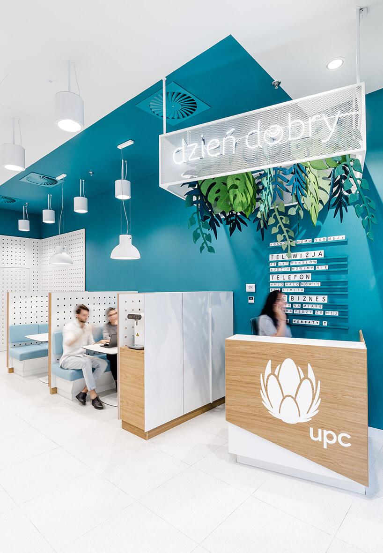 biały iturkusowy nowoczesny punkt sprzedaży UPC od Workplace Solutions małe boxy do obsługi klientów