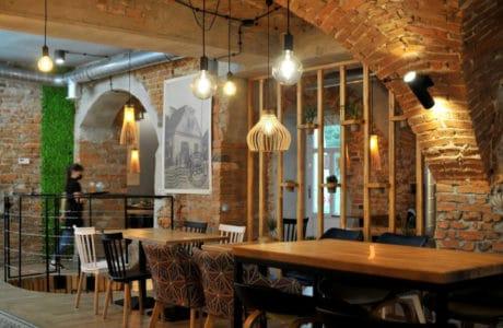 restauracja w lokalu po starej poczcie z ciekawym wnętrzem