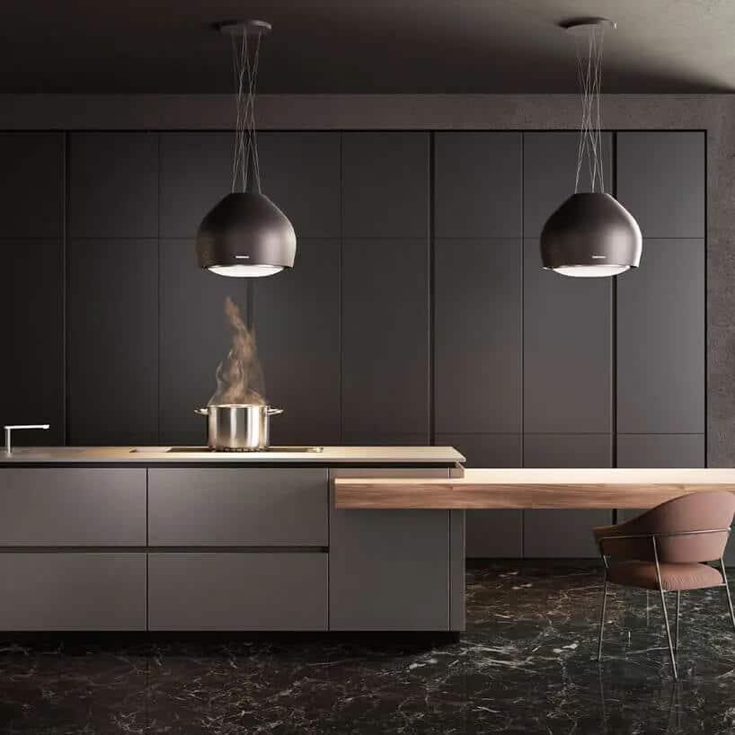 szare wnętrze kuchni zdużymi pionowymi szafkami oraz ogromnymi kulami świecącymi nad wyspą kuchenną