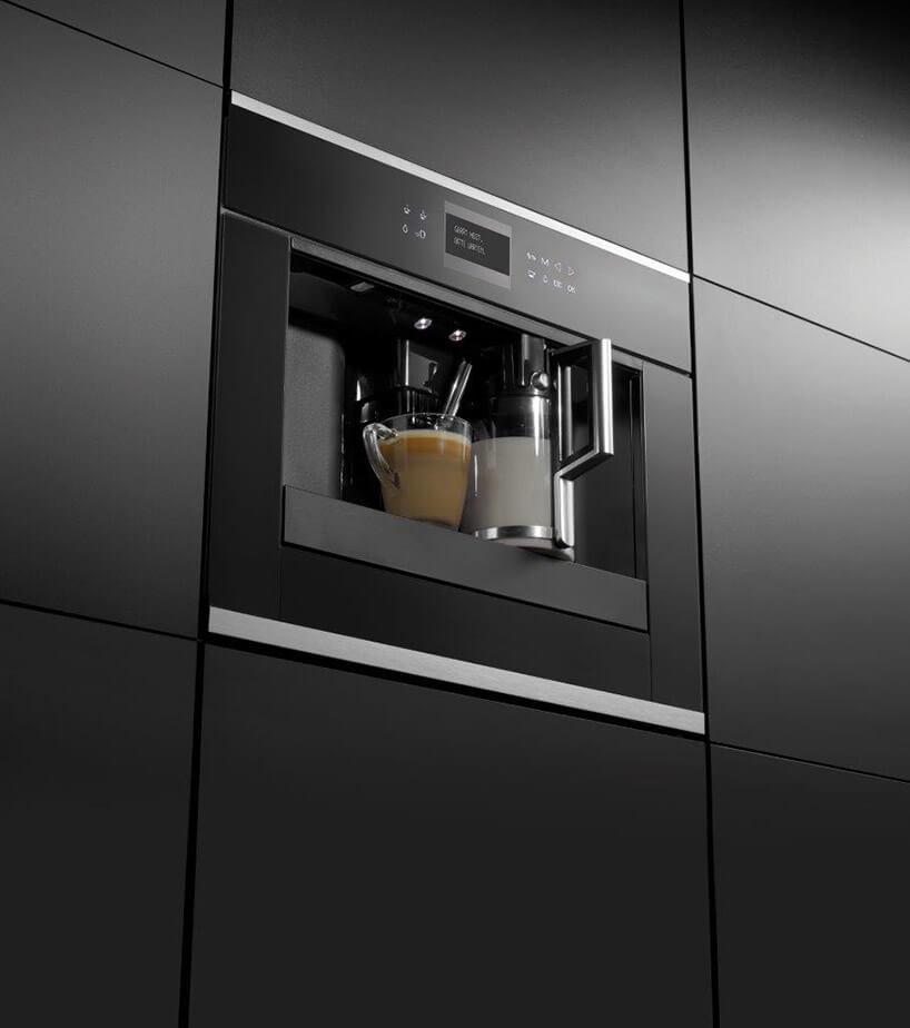 czarny ekspress do kawy jako moduł do zabudowy