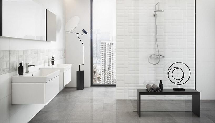 nowoczesna biała łazienka zszarą podłogą zdwoma umywalkami na podwieszanych białych szafkach
