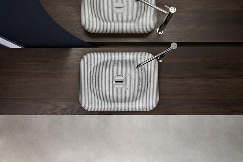 elegancka umywalka Gessati od Antonio Lupi na ciemno brązowym blacie