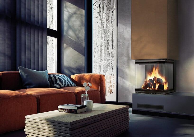 rudo pomarańczowa kanapa zszarymi poduszkami przy wysokim ciemnym oknie obok nowego kominka