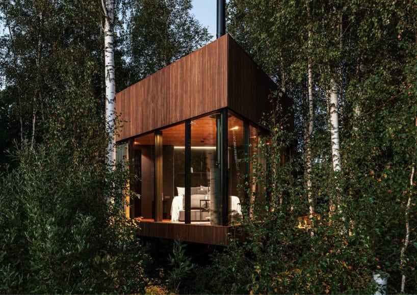 Projekt domu skrytego pośród drzew od Maidla Nature widok zprzodu
