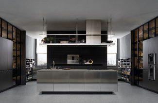 srebrna szafka kuchenna zlewozmywak na środku eleganckiego dużego pomieszczenia