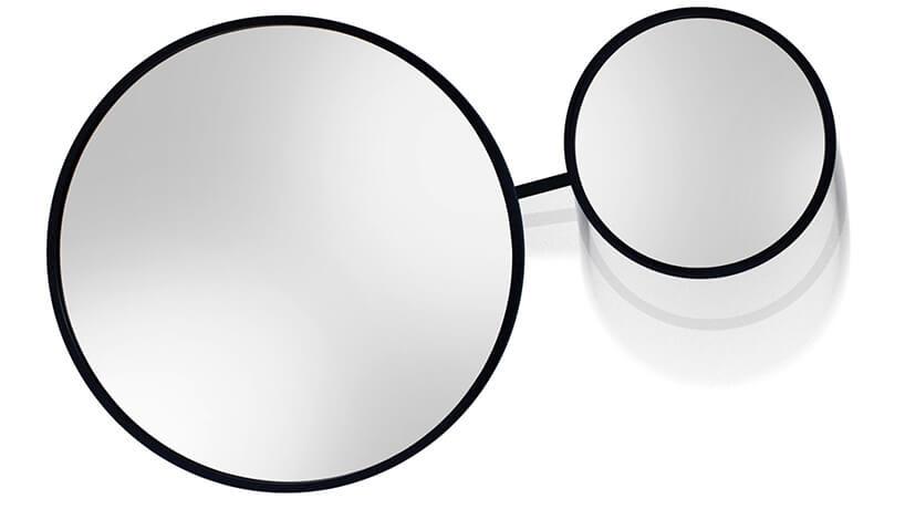 dwa połączone lustra okrągłe Scandi-Duo od GieraDesign oróżnej wielkości wczarnej ramce