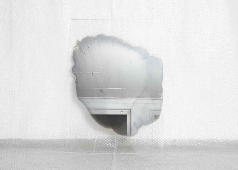 proces powstawania lustra Jenny Nordberg na tafli szkła
