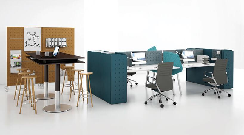 cztery stanowiska pracy znowoczesnymi biurkami PLUS od Balma