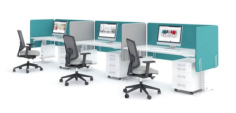 trzy nowoczesne stanowiska pracy Yan od MDD obok siębiałe biurka zregulowana wysokości iściankami