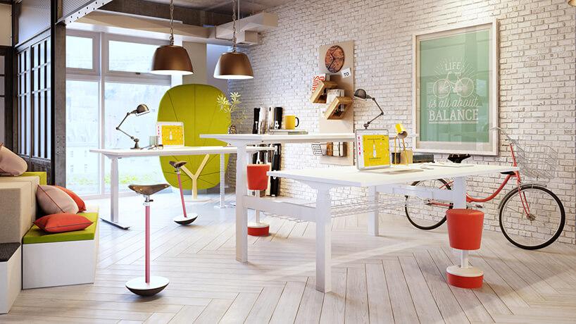 białe nowoczesne biurka Balance od Mikomax zregulowaną wysokością na tle ściany zceglanym wykończeniem