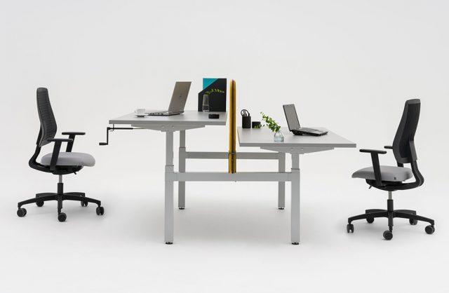 podwójne białe biurko Drive od MDD z regulowaną wysokością