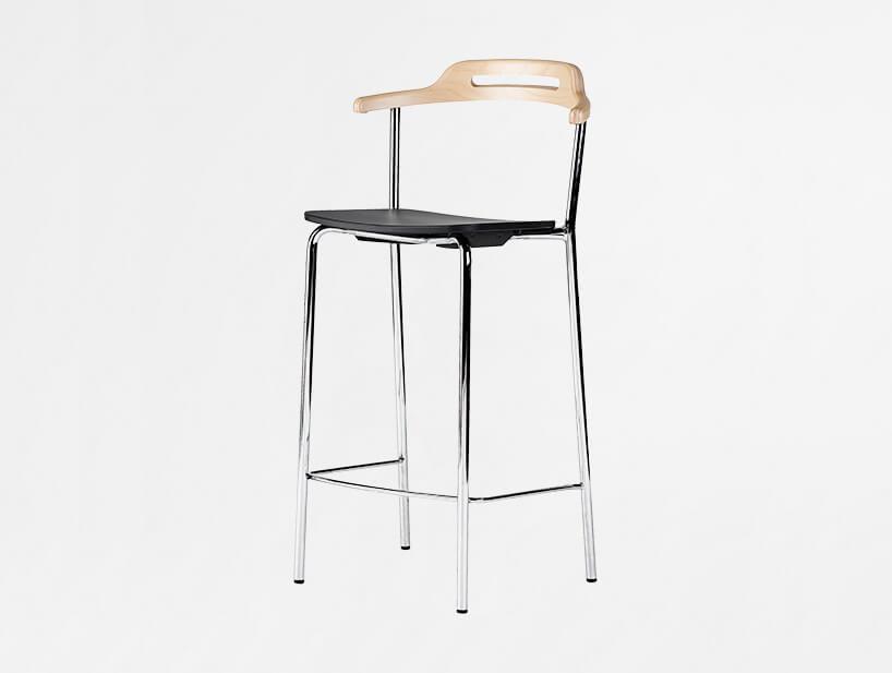 wysoki stołek Core od Skandiform dla Kinnarps drewniane siedzisko zniskim drewnianym oparciem