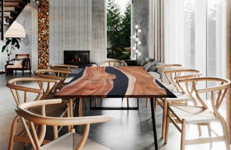 stół z czarnym nie równym paskiem i czarnymi nogami oraz drewnianymi fotelami