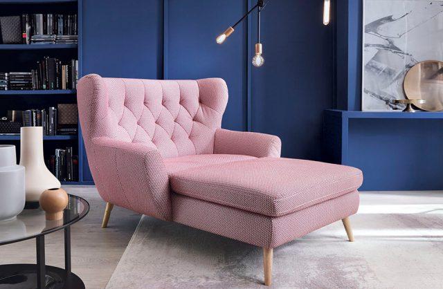 różowy szezlong Lord od Gala Collezione aranżacji w niebieskim nowoczesnym salonie