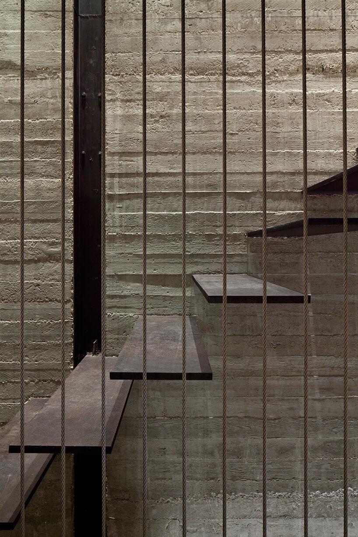 zbliżenie na nowoczesne schody wewnętrzne