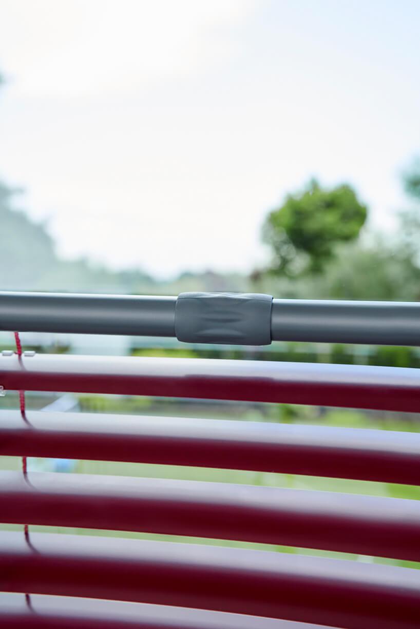 bordowe żaluzje aluminiowe anwis zregulacją