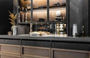 elegancki ciemny kredens kuchenny od ernestrust widziany pod kątem