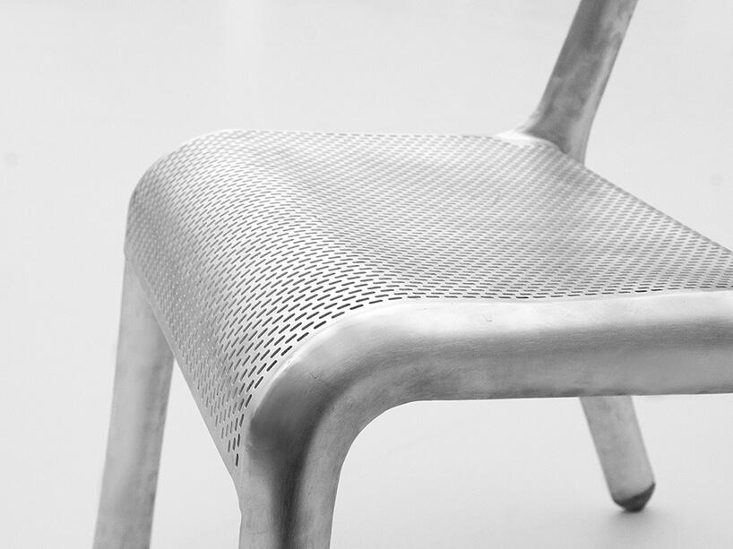 nowoczesne bardzo lekkie krzesło Ultraleggera od Studio Zieta zbliska