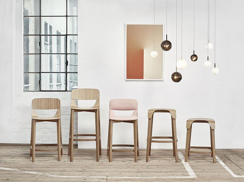 pięć różnych krzeseł barowych