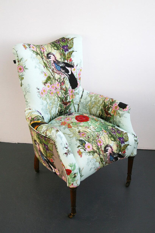 klasyczny wzorzysty fotel