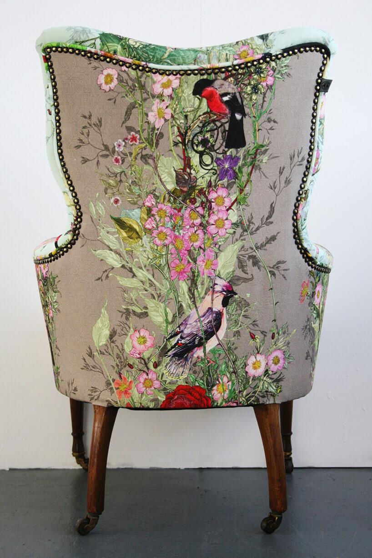 plecy klasycznego wzorzystego fotela