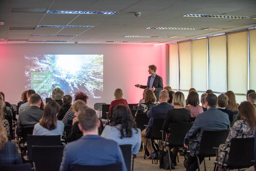 goście podczas jednej zprezentacji na otwarciu showroomu MDD