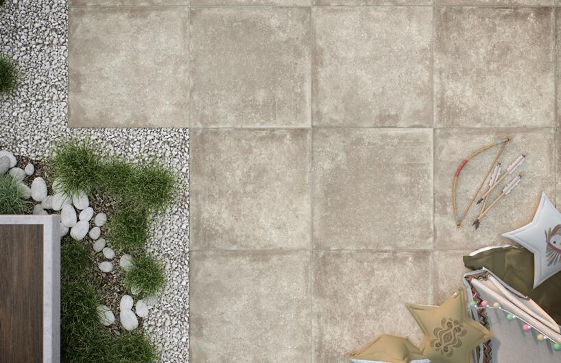 beżowe płytki tarasowe przypominające piaskowiec