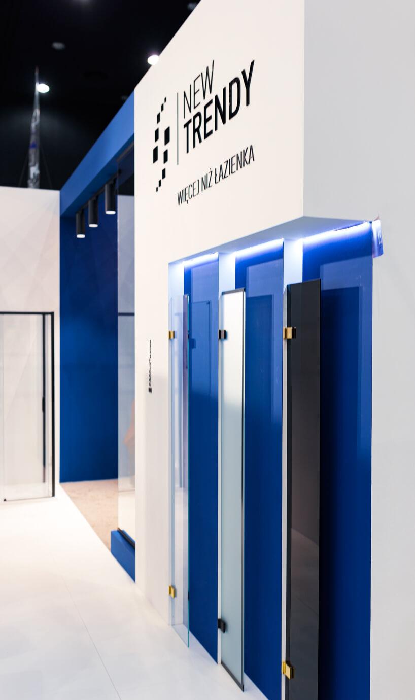 stoisko New Trendy na 4 Design Days prezentacja 3 kolorów szyb do łazienki