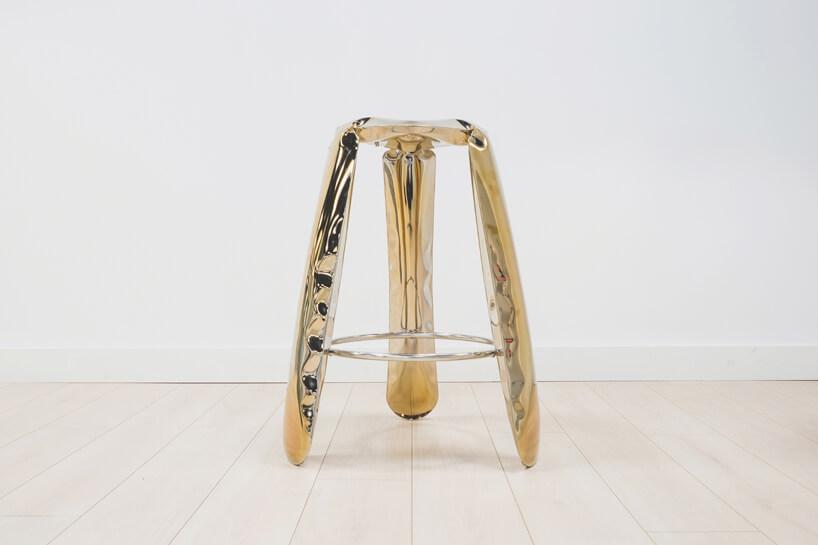 złoty stołek zdmuchanego metalu