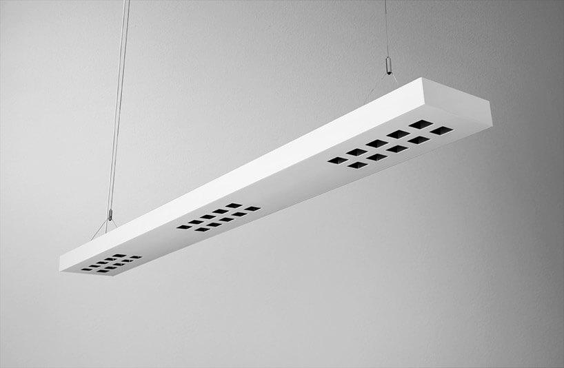 podwieszony biały panel oświetlenia