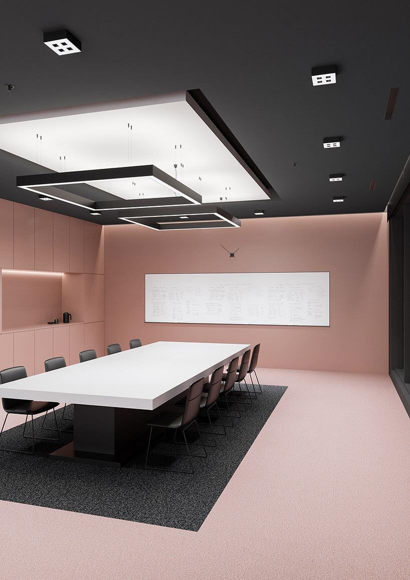 sala konferencyjna wlekkim różu zczarnym sufitem