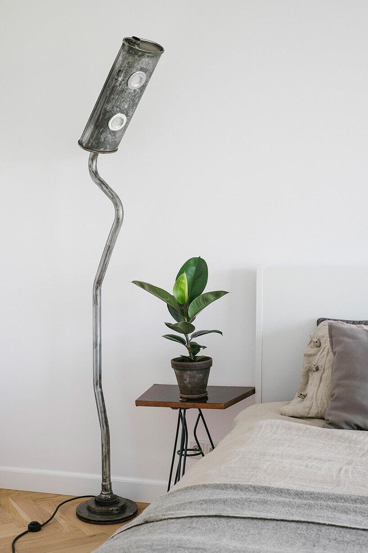lampa podłogowa ztłumika samochodowego