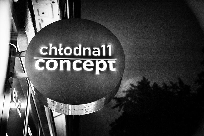 zdjęcie neonu Chłodna 11 concept showroomu J&J glass & design