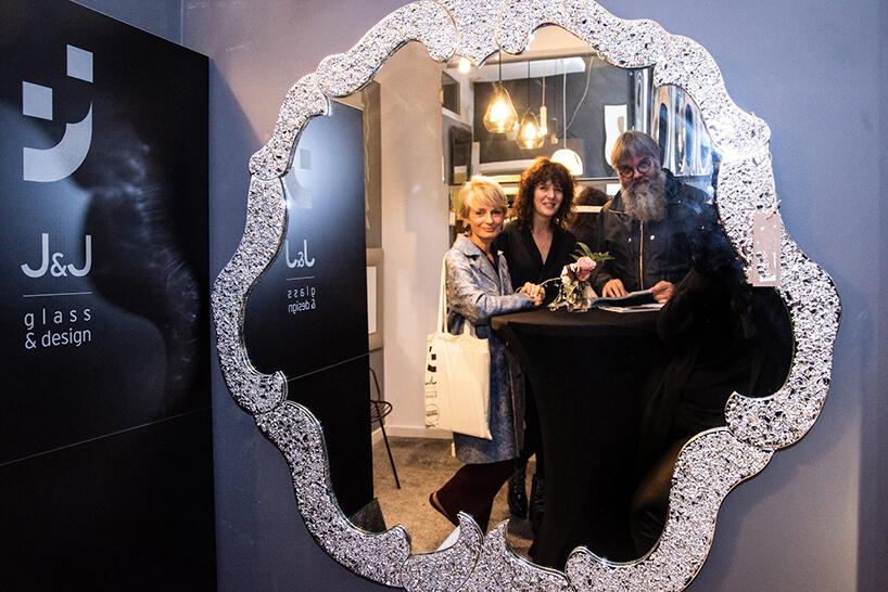 jedno zwyjątkowych luster podczas na otwarciu Chłodna 11 concept showroomu J&J glass & design