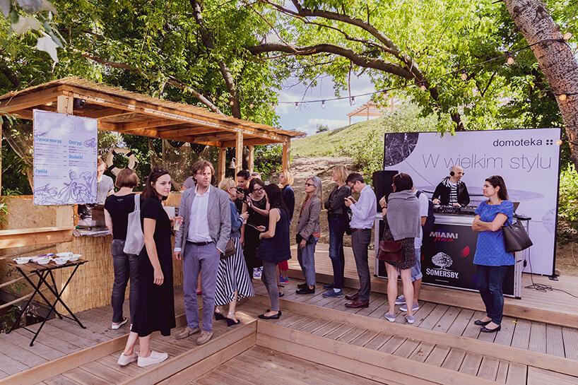 goście otwarcia Letniej Strefy Domoteki 2019 podczas poczęstunku