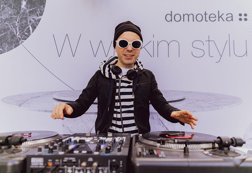 otwarcie Letniej Strefy Domoteki 2019 DJ podczas pracy