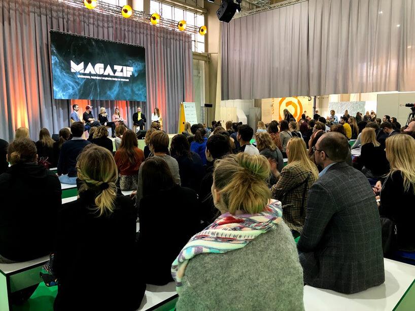 zdjęcie widowni podczas panelu MAGAZIF na Arena Design 2019