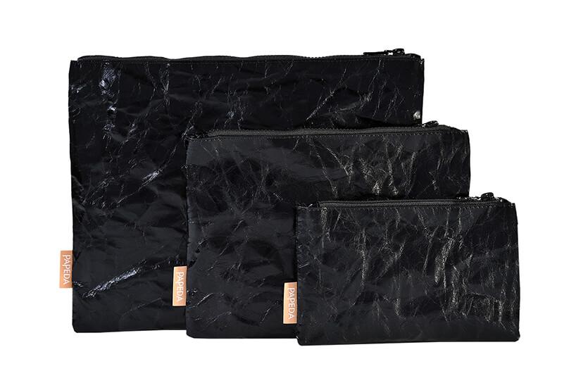 czarne kosmetyczki zpapieru od Papedy wróżnych wielkościach