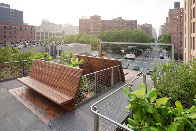 łąwki na dachu wśród zieleni