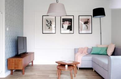 Pastelowe, jasne i funkcjonalne: mieszkanie na przedmieściach Krakowa