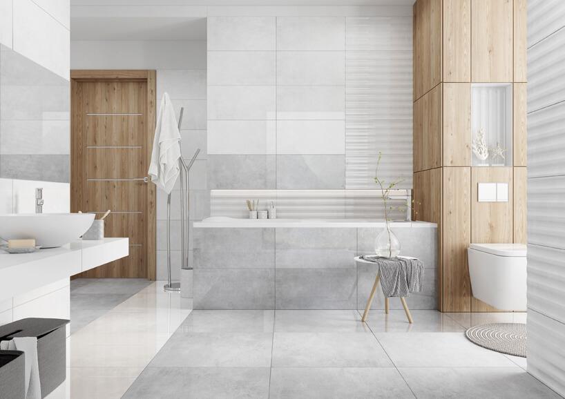 duża jasna łazienka wjasno szarych płytkach zdrewnianymi elementami