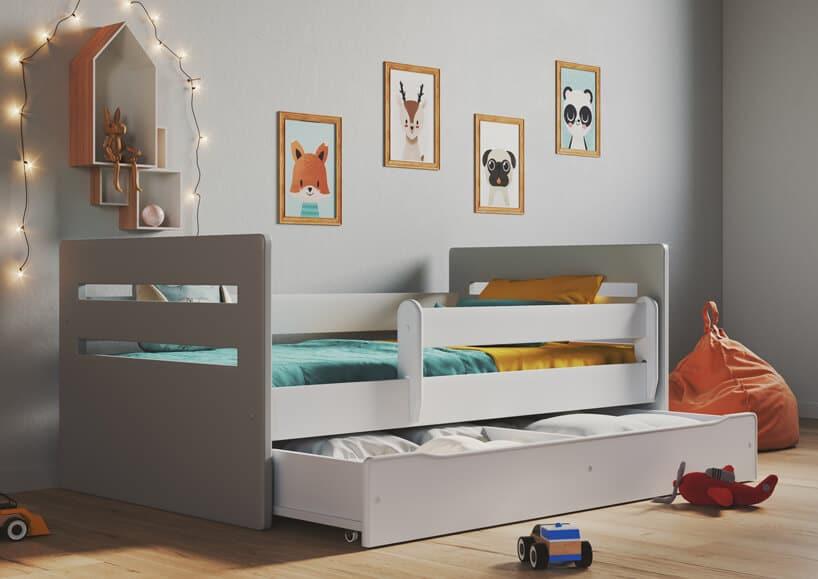 białe eleganckie łóżko dla dzieci zdodatkowymi balustradami iwysuwaną szufladą na pościel