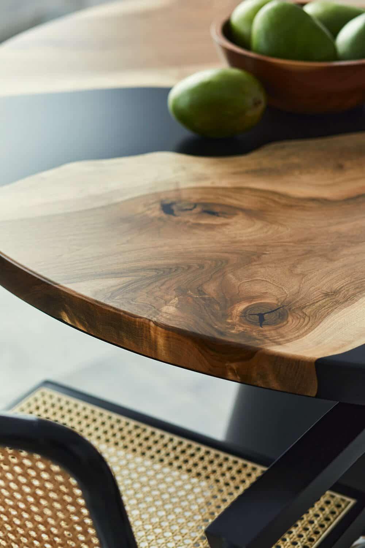 Piękno litego drewna, czyli nowoczesne stoły