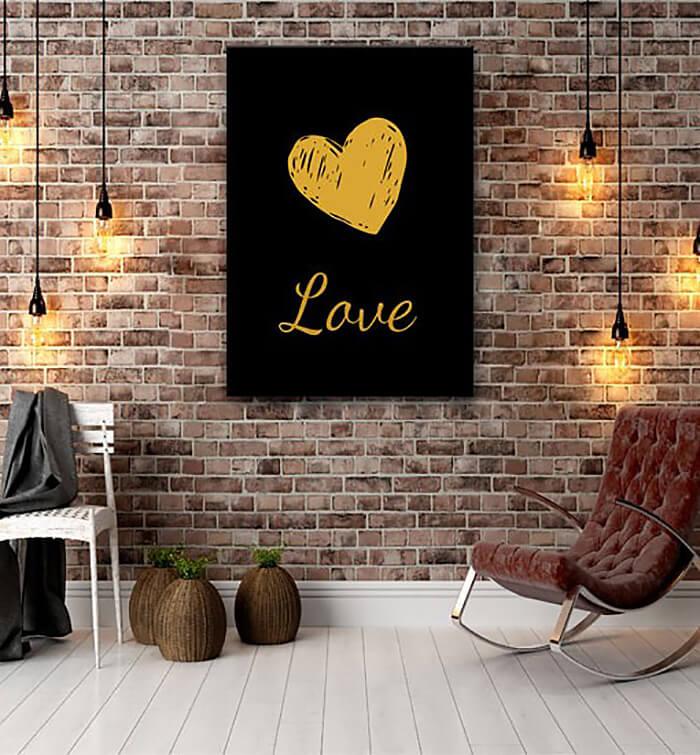 czarny plakat zżółtym sercem inapisem love
