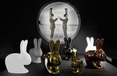 klika różnokolorowych plastikowych królików