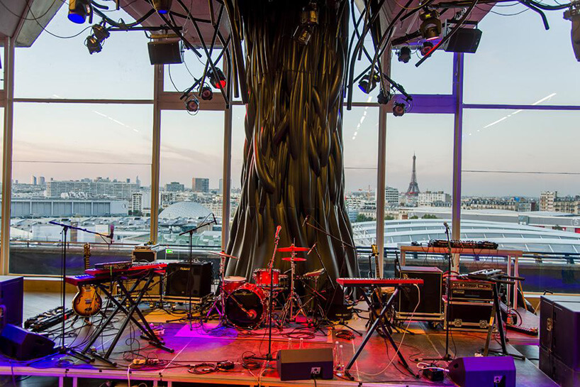 drzewo na scenie