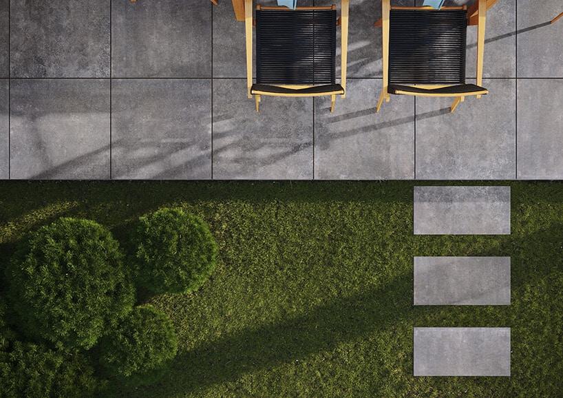 widok tarasu zgóry zzamontowanymi płytkami tarasowymi antracytowymi