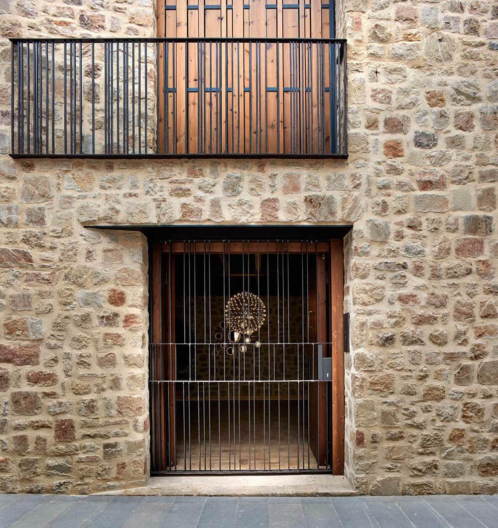 Pochwała prostoty iciemne barwy: nowoczesny dom wHiszpanii