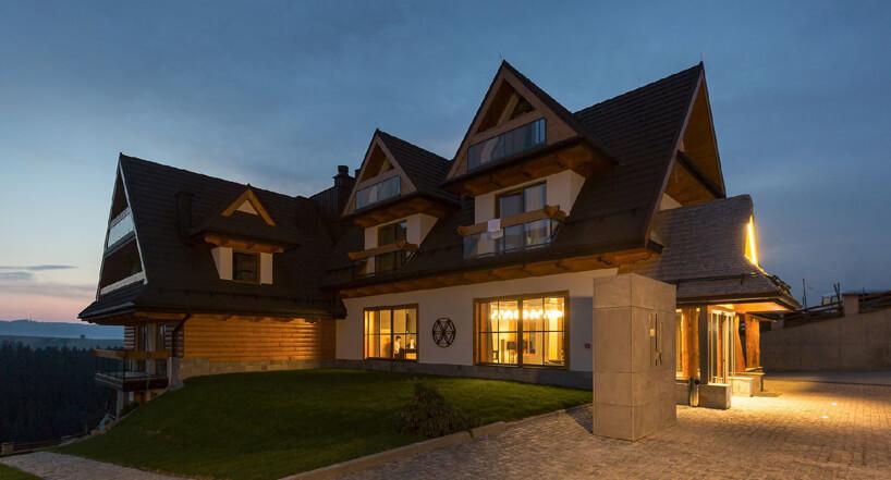 duży dom jednorodzinny na otwartej przestrzeni